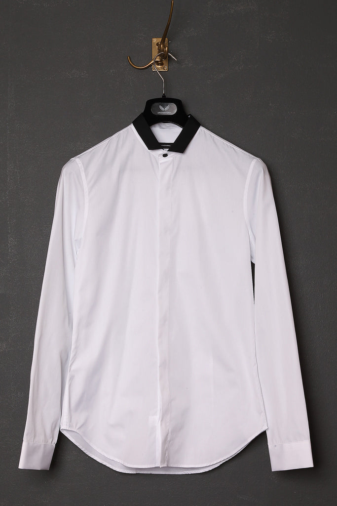 UNCONDITIONAL White shirt with contrast cut back black collar