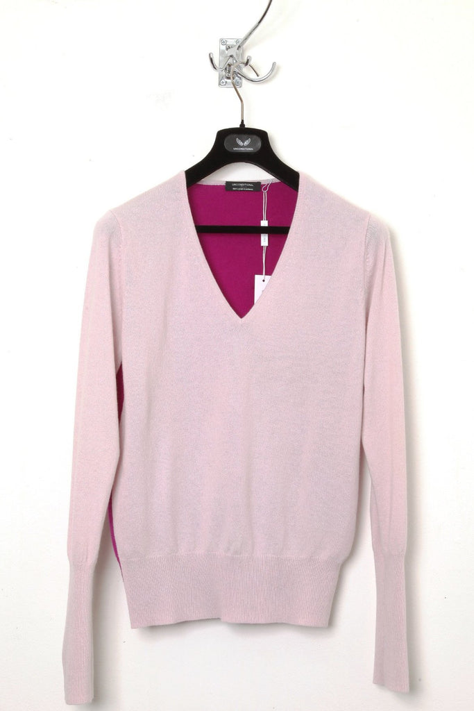 UNCONDITIONAL pinks high v-neck pure cashmere jumper. Code : CASHM242A
