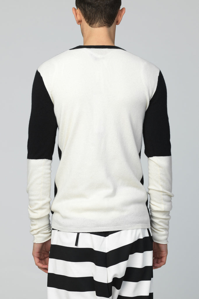 UNCONDITIONAL SS18 black and white V-neck x-long sleeved jumper.
