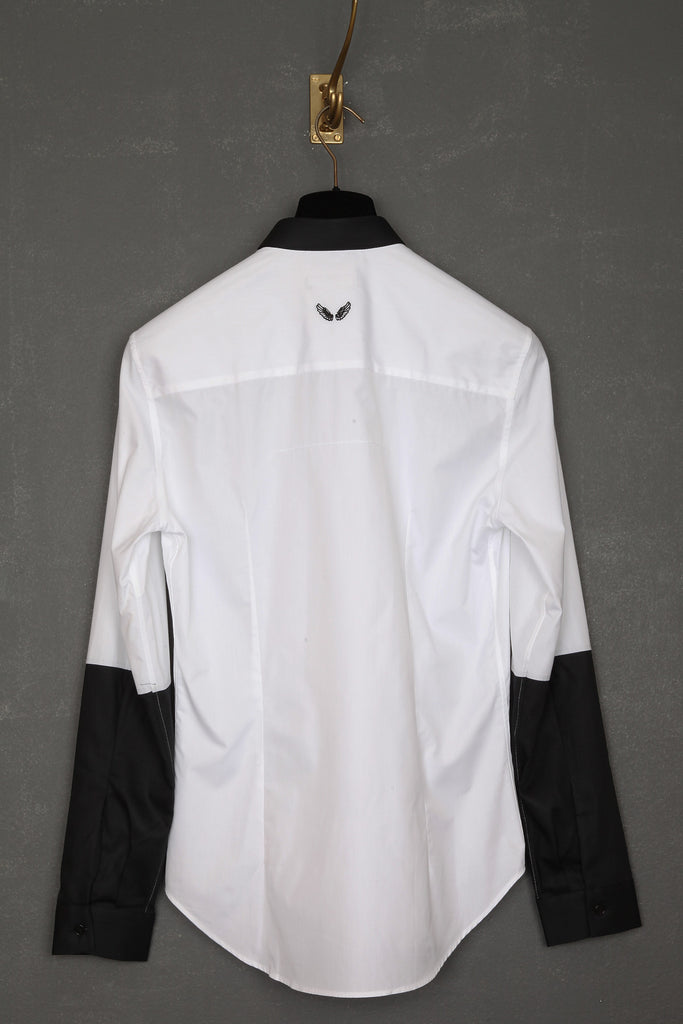 UNCONDITIONAL white shirt with black pique contrast small collar and 1/2 arm.