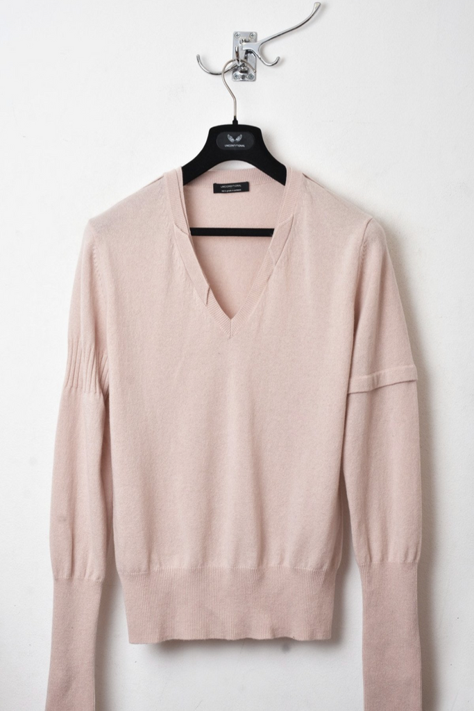UNCONDITIONAL Nude cashmere V-neck sweater with signature neck rib details