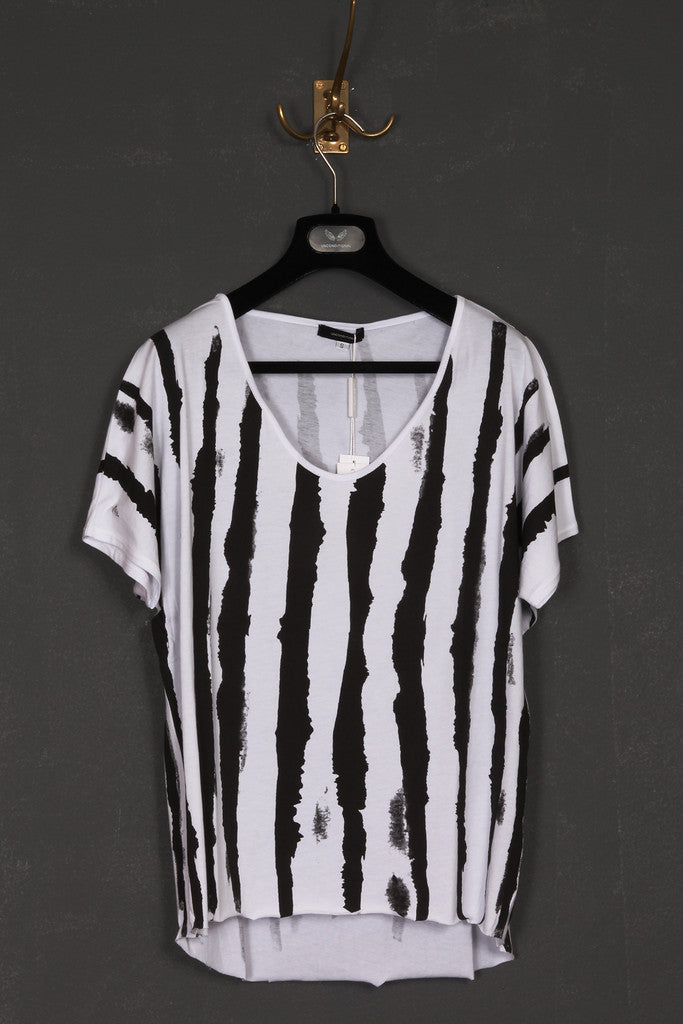 UNCONDITIONAL cropped tee with zebra stripes print.