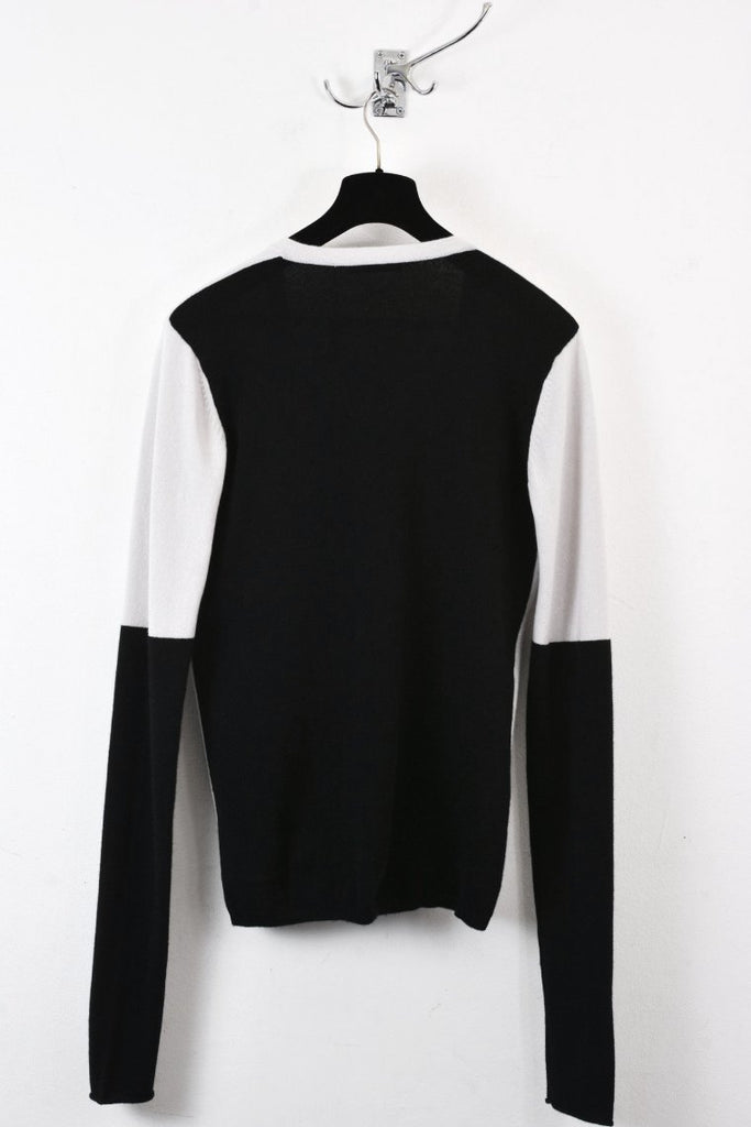 UNCONDITIONAL Dirty White and Black grade A cashmere X-long sleeved V-neck jumper.