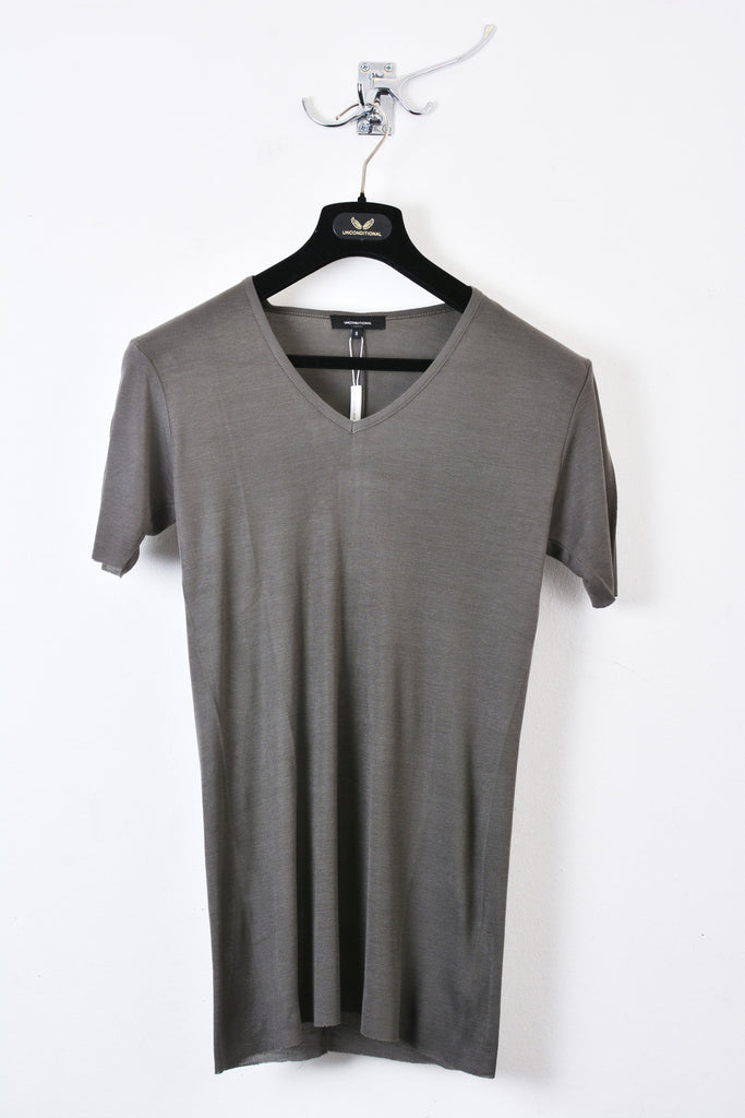 UNCONDITIONAL Dirt ribbed rayon V- neck T-shirt.