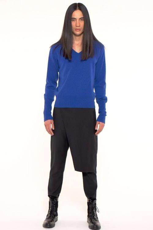 UNCONDITIONAL Electric blue cashmere  high V-neck jumper with signature deep cuffs