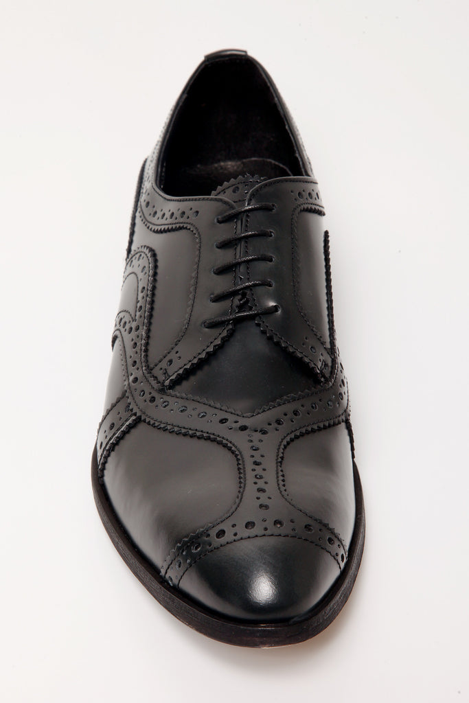 UNCONDITIONAL banana point black-grey leather ribbon brogued shoe.
