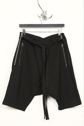 UNCONDITIONAL SS18 Black sarouel 3/4 shorts with double zip pockets