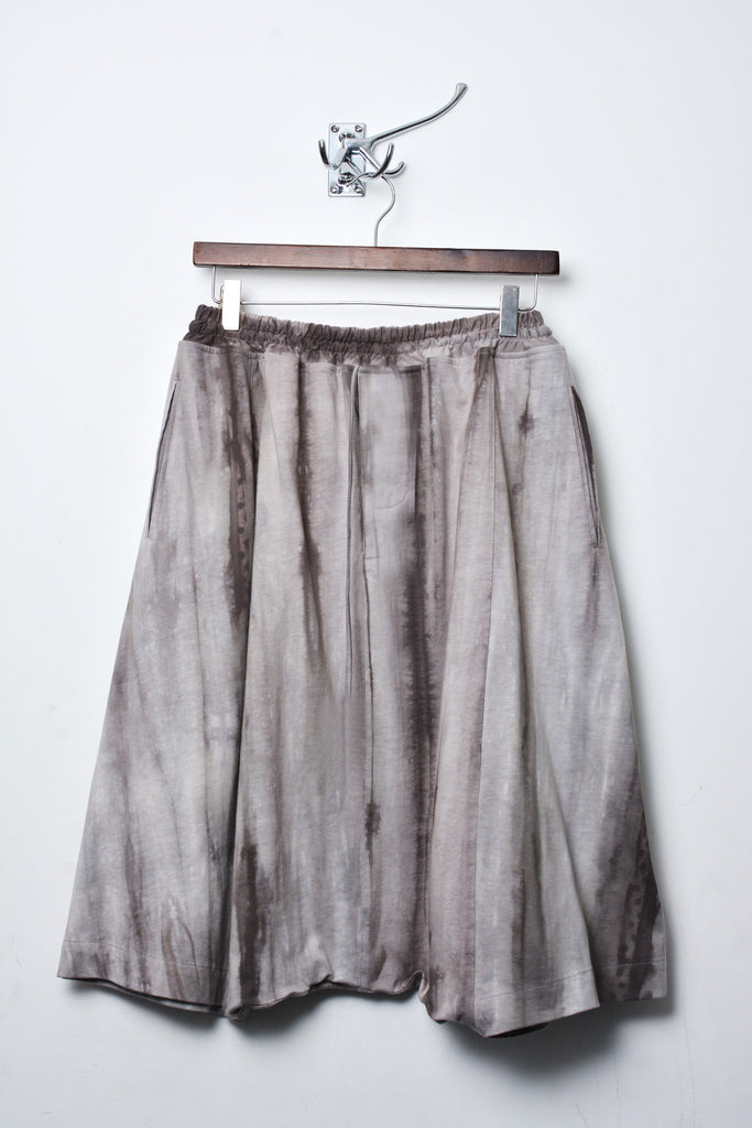 UNCONDITIONAL grey spray striped elasticated cuff short harem trousers.
