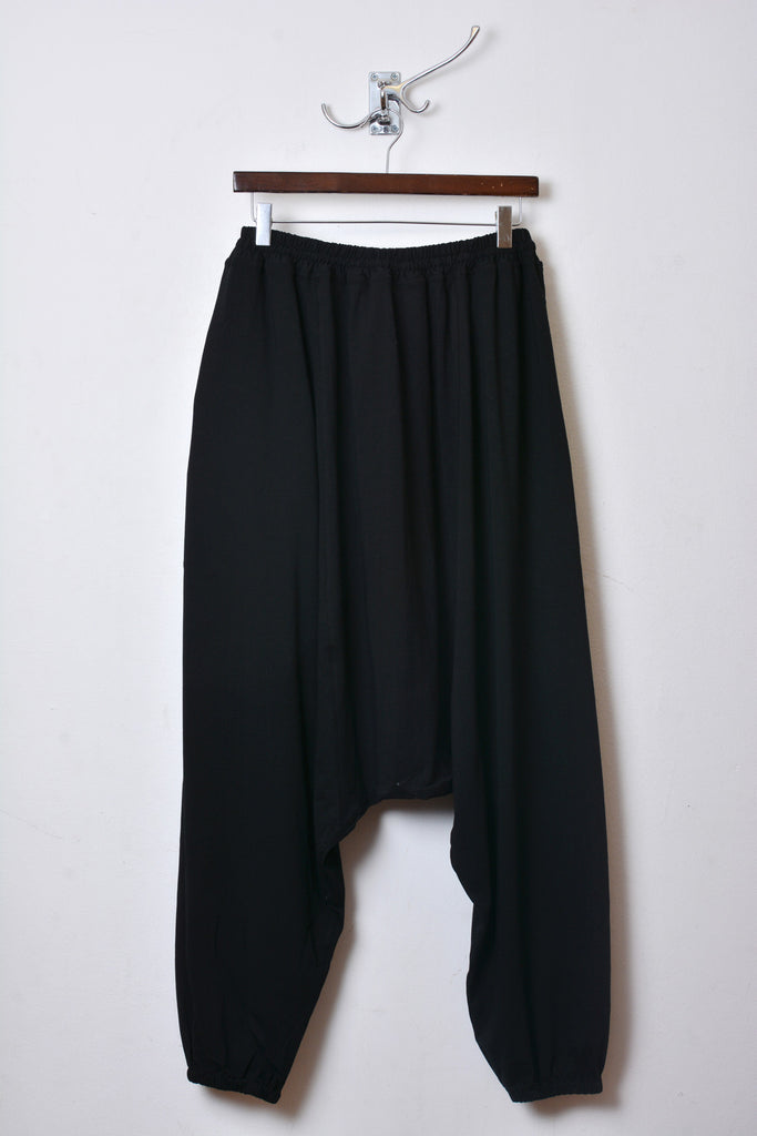 UNCONDITIONAL classic black elasticated cuff mens harem trousers.