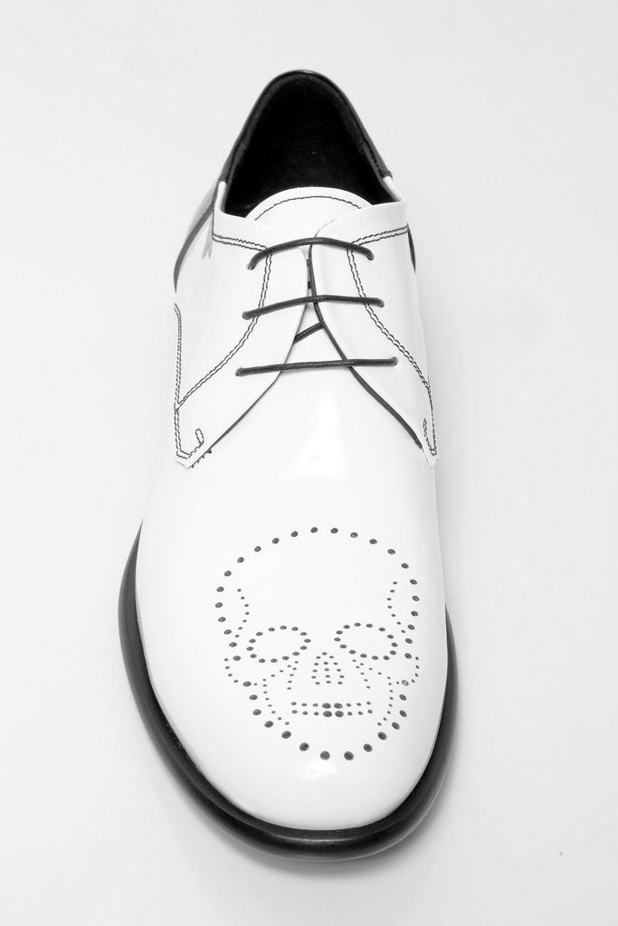 UNCONDITIONAL White patent leather shoe with black contrast heel and skull broguing detail.