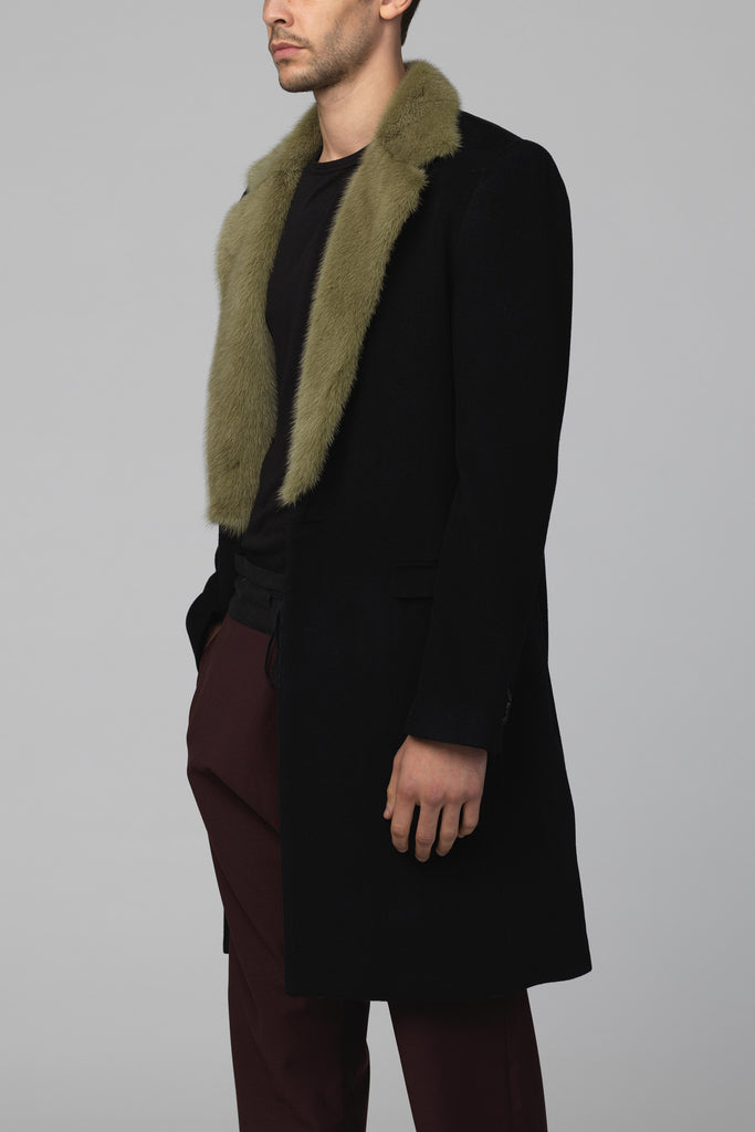 UNCONDITIONAL's CLASSIC SINGLE BREASTED COAT WITH MILITARY MOSS COLLAR.