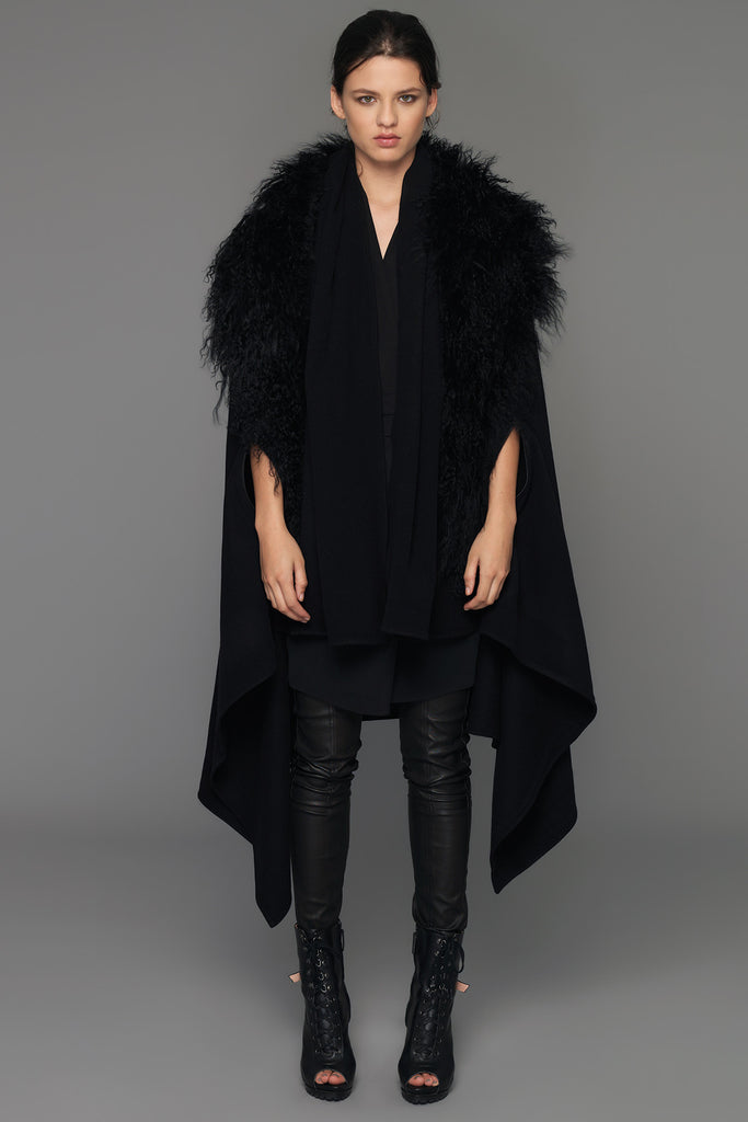 UNCONDITIONAL AW17 Black cape in pure wool with black Mongolian sheepskin