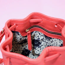 Laden Sie das Bild in den Galerie-Viewer, Bucket Bag Mini Rot & Gold
