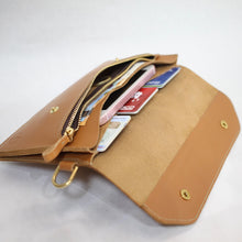 Laden Sie das Bild in den Galerie-Viewer, Travel Wallet Horizon L Tan