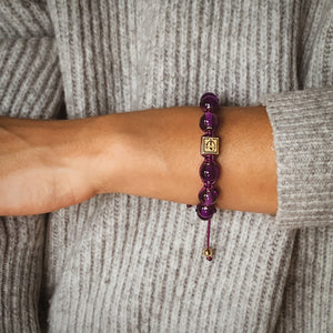 Simply Royal  - Amethyst Macrame Bead Bracelet in Gold | 10MM - CLUB EQUILIBRIUM