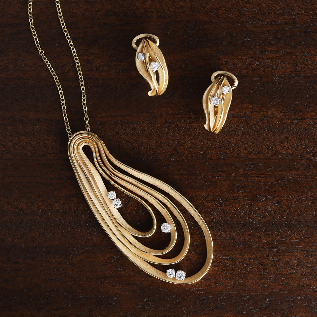 Anna Maria Cammilli Yellow Gold Dune Collection Pendant Necklace and Earrings
