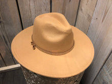 Afbeelding in Gallery-weergave laden, Lovely Hat Camel