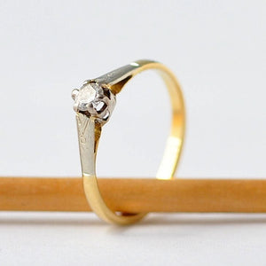 18K Diamond Ring: 1930s Art Deco, Yellow Gold, Size 5.75