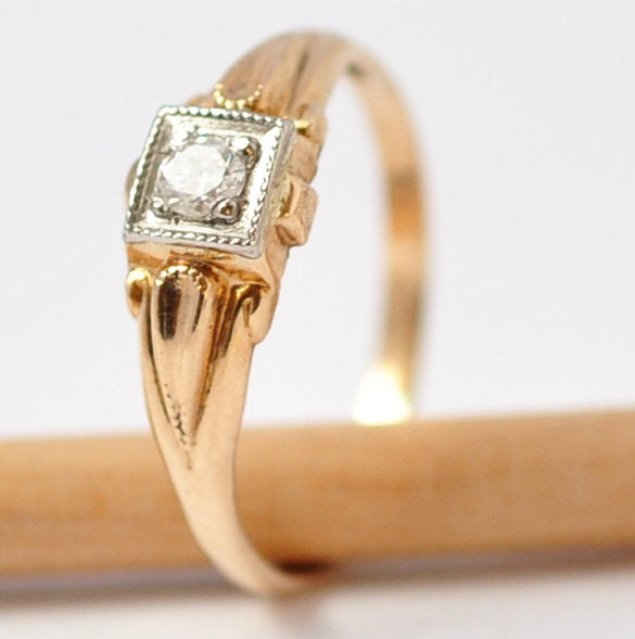 Vintage Engagement Rings: 10K Gold & Diamond Solitaire, Size 3