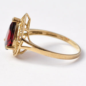 Cocktail Rings: Vintage 9K Gold & Garnet Paste, Size 7.75 / 8