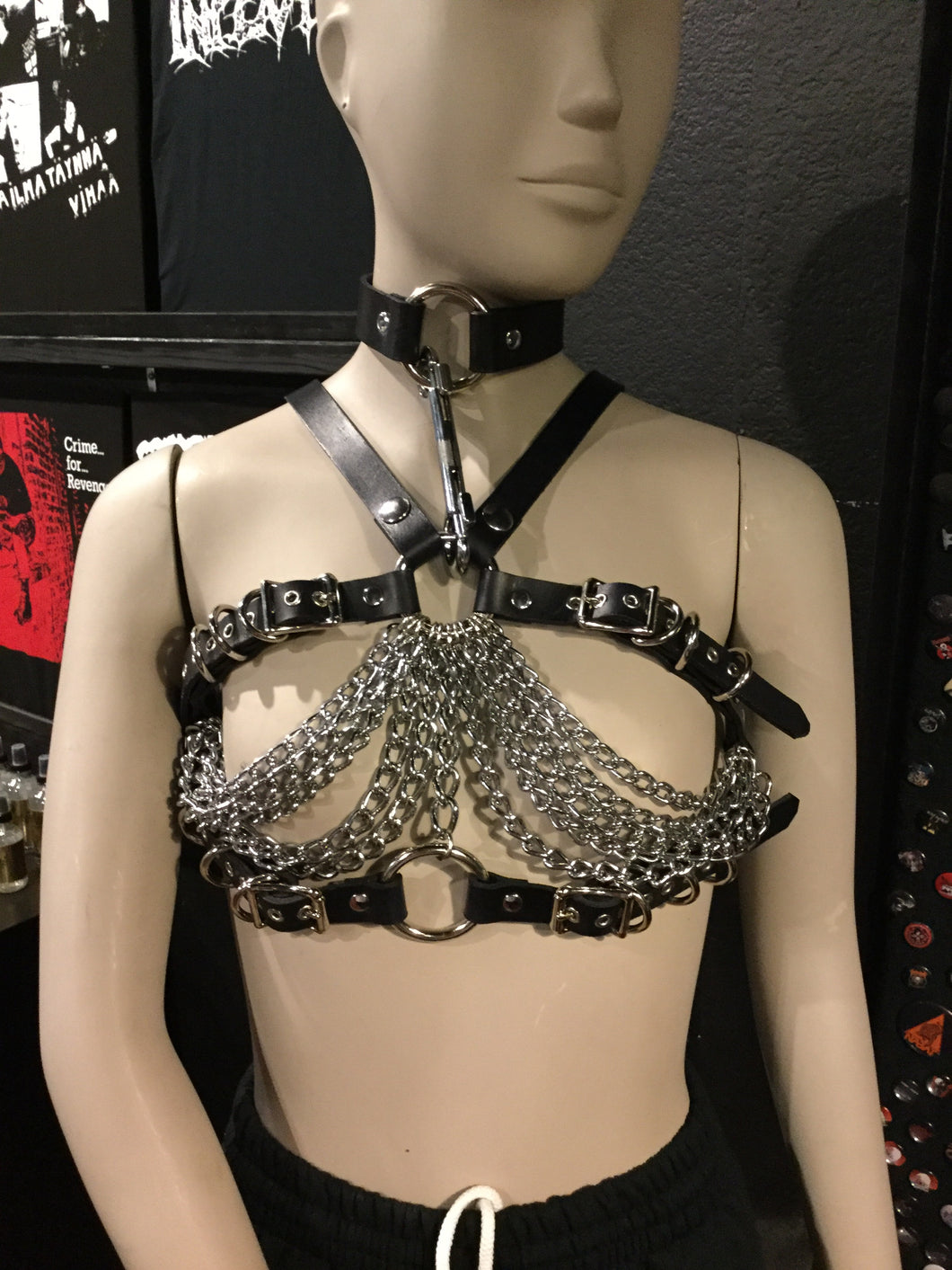 Chain chest harness