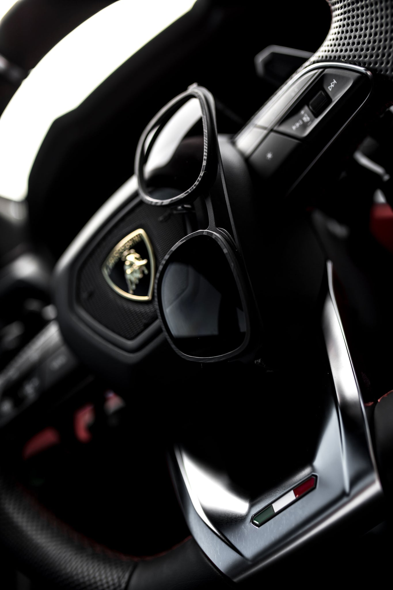 Lamborghini Urus steering wheel with Roveri Eyewear RV018B