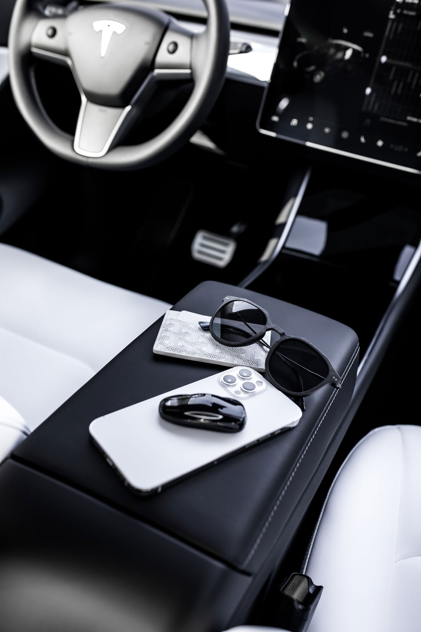 Photoshoot interior of Tesla Model Y for Roveri Eyewear clm7 men sunglasses and Goyard card holder, iPhone 12 max by paid2shoot.
