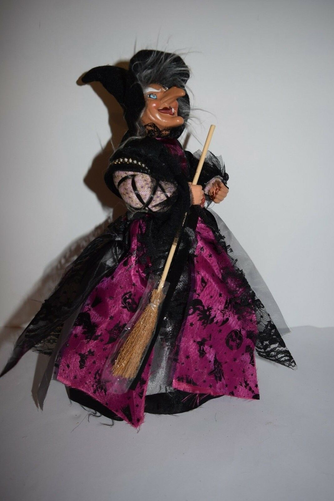 Witch Standing cackle sound activated glowing eyes kitchen lucky Halloween