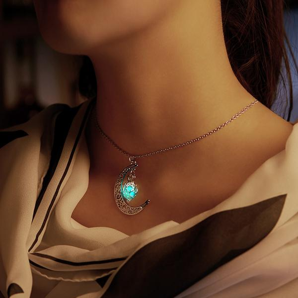walastyle glow In the dark moon heart necklace