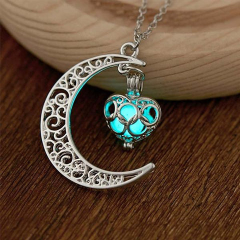 products/walastyle-glow-in-the-dark-moon-heart-necklace-09.jpg