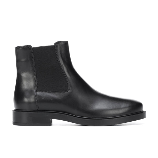 Flat nappa leather ankle boots with rubber sole and elastic gussets