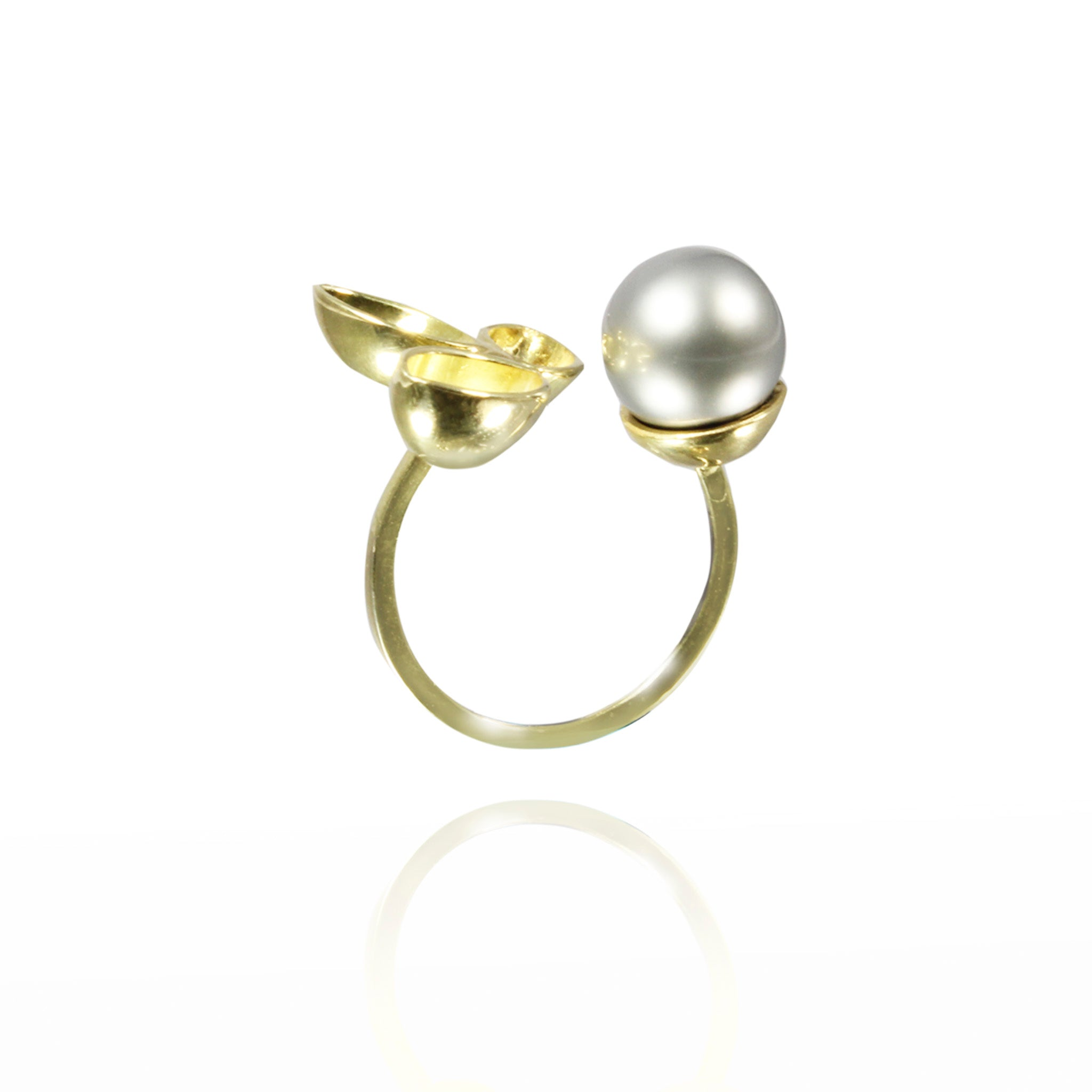 18k yellow gold ring with south sea pearl.