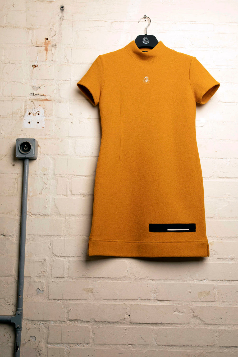 DONNY –MUSTARD JERSEY LOGO DRESS