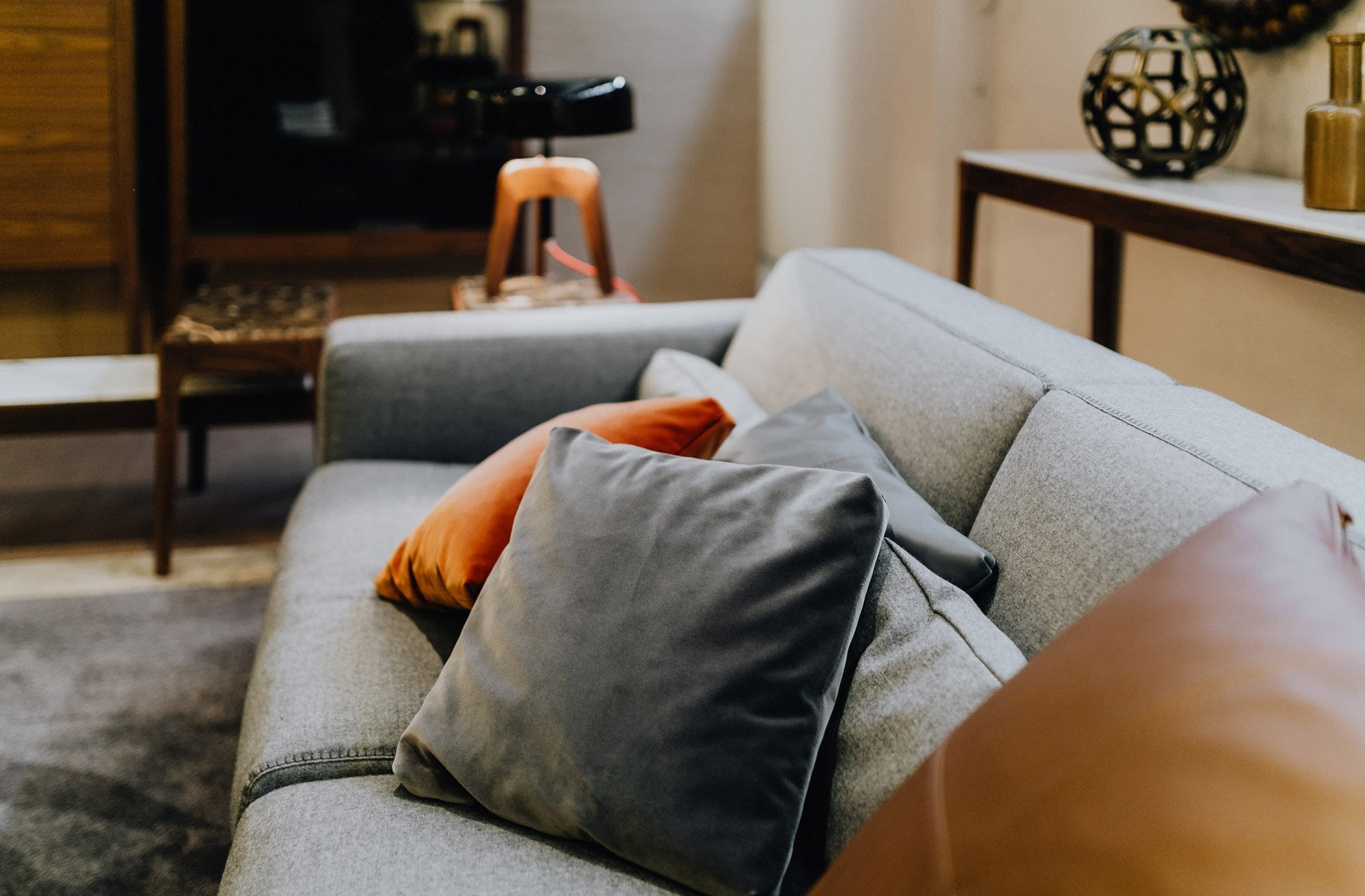 4 Reasons to Buy Grey Lumbar Pillows for Your Home