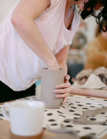 workshop intuitive handbuilding make your own mug studio bloei keramiek pottenbakken amsterdam