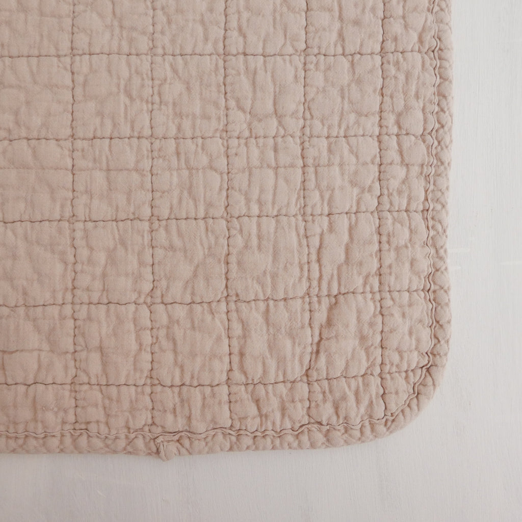 Cotton quilted placemat old pink