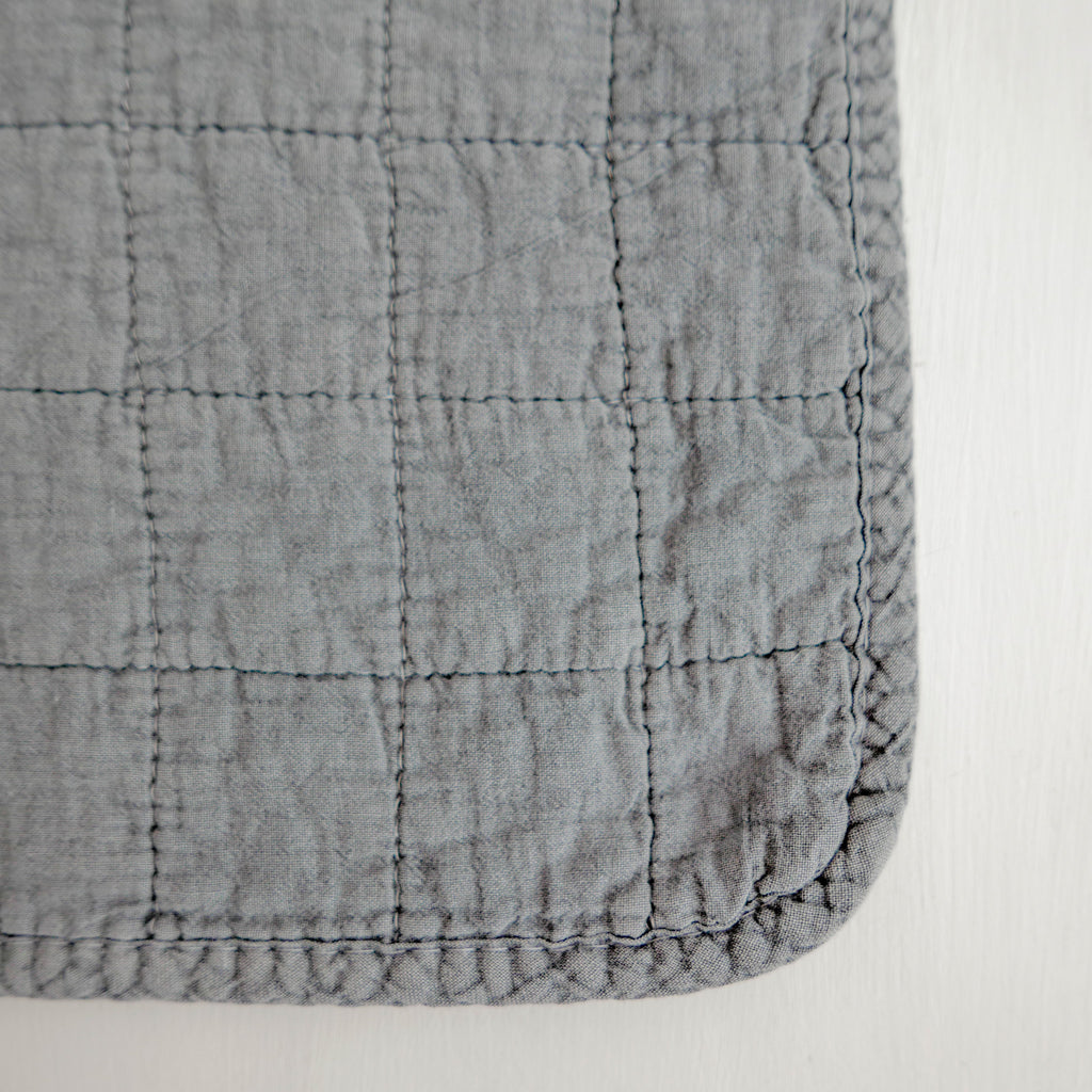 Cotton quilted placemat medium grey