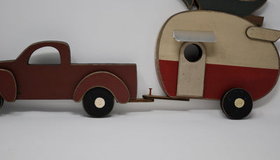 Rustic Truck with Old Fashioned Camper Holiday Decor A Rustic Feeling