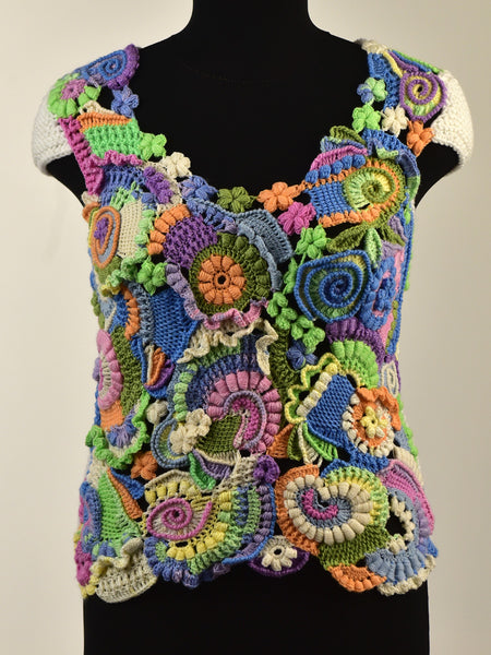 creative vest was crocheted