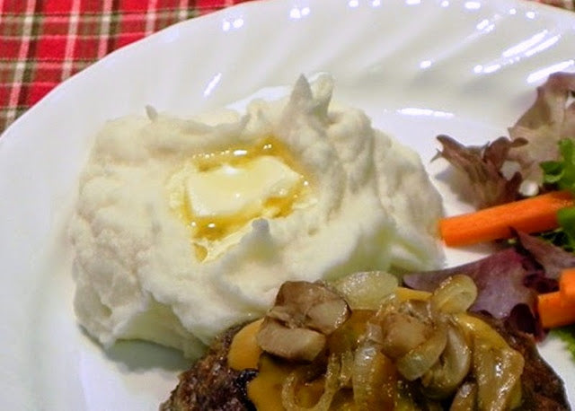Freezer Mashed Potatoes    Nice russet potatoes were on sale last week for 88¢ for 5 pounds, and store brand cream cheese was on sale for 88¢ a package,  eggs were 99¢ a dozen.  I was down to my last package of mashed potatoes in the...