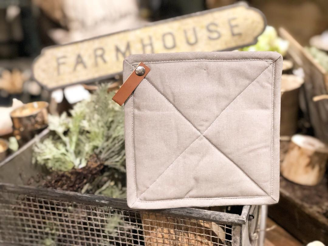 square cotton pot holder with leather loop