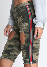 Load image into Gallery viewer, Fern Contrast Bermuda Camo Shorts