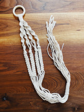 Load image into Gallery viewer, Macrame Plant Hanger Pattern - Likewoah Handmade