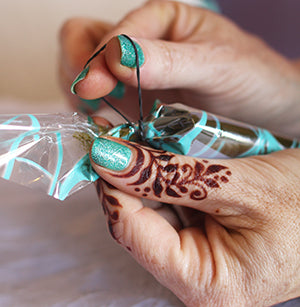 how to seal a henna cone with rubberbands