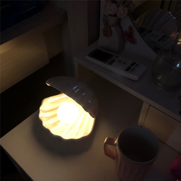Sirenita - Pearl & Shell Desk Lamp