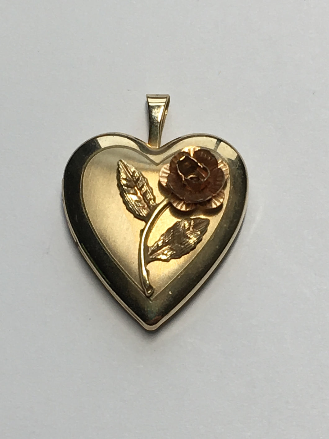 14 Karat Gold Filled Picture Locket with Rose, 25 x 19 x 5 mm, Excellent Condition - Never Worn