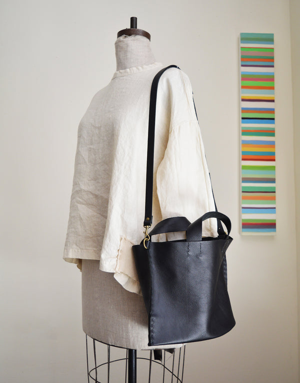 Stitch and Tickle medium size tote made of Horween Essex leather. Handmade in Boston.