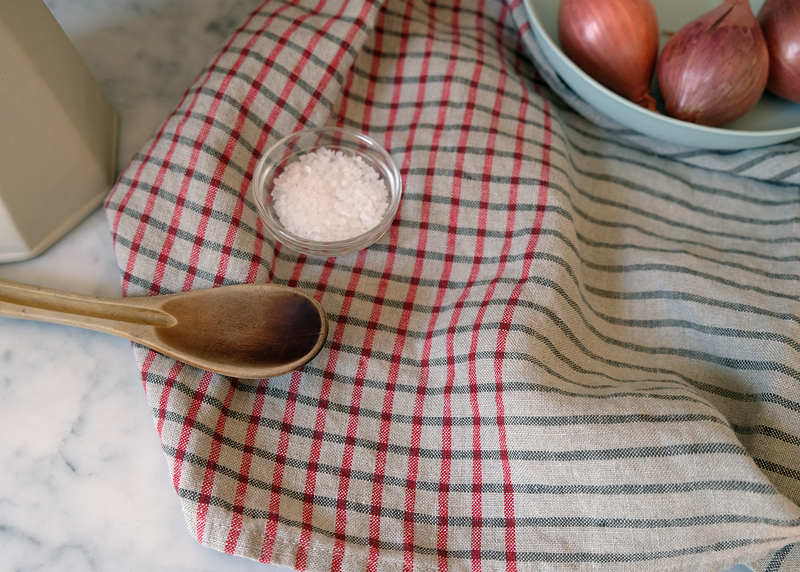 Good Linens absorbent, quick-drying linen kitchen dish towels Oversized and lightweight, the 100% linen towels improve with age and use.