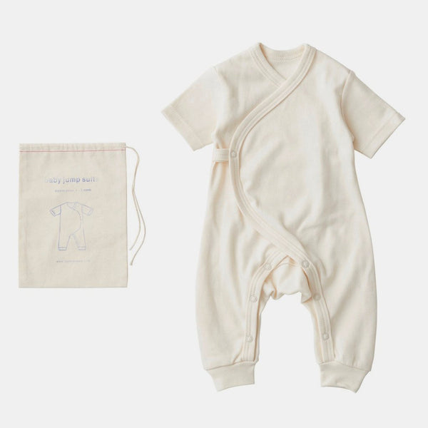 Fog Linen Organic Cotton Short-sleeve baby jumpsuit. Super-soft, short-sleeved onesie. Soft and snuggly for the newborn in your life. Packaged in muslin pouch.0-3 months100% organic cottonMachine wash gentle/dry cool or line-dry