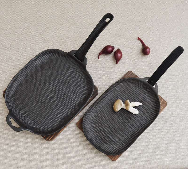 Oigen Foundry Yaki Yaki Dosshiri  Japanese cast iron grill pan with detachable handle and cedar trivet. Gift for men, gift for the chef. Japanese design. Cooking tools from Japan.